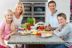 Comer acompañado tiene beneficios