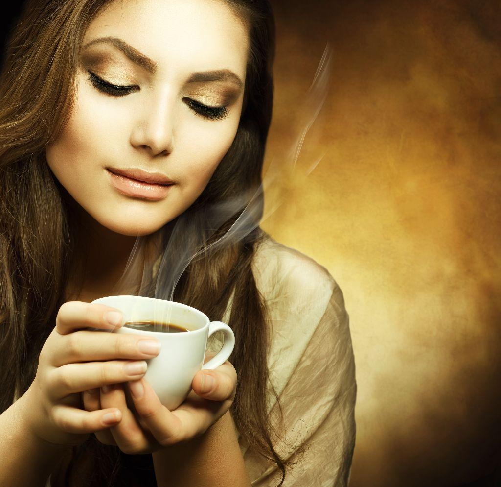 Nos tomamos un café??? Mujer-y-café