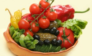 Tomates rellenos con ensalada de papas