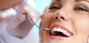 ¿Cómo disimular los dientes amarillos?