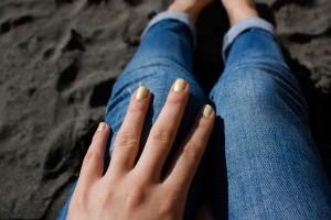 ¿uñas amarillas a causa del esmalte? cónoce la solución
