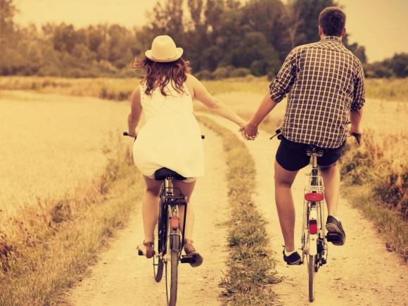 pareja feliz libre de celos