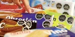 """Los riesgos de consumir alimentos """"Altos en…"""""""
