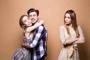 Lo que debes hacer cuando conoces a la novia de tu ex