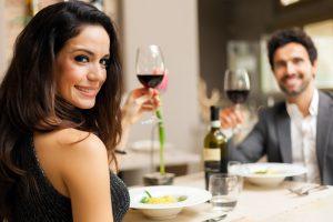 Beneficios de salir a tomar en pareja