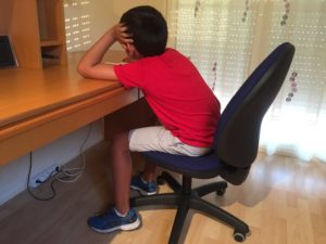 Nuevas modalidades  de estudios afectan la postura corporal de los jóvenes